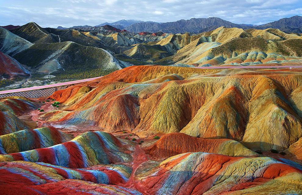 Las alucinantes montañas multicolores deZhangye