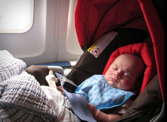 Consejos si viajas en avión con unbebé