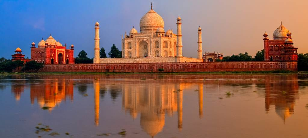 india-Taj-Mahal-shows-details