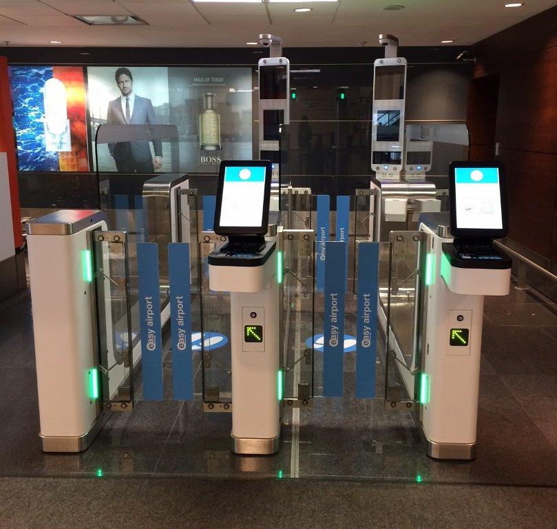 Aeropuerto de Carrasco implementa nuevo trámite migratorio y entrar al país llevará 15segundos