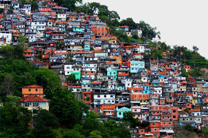 Favela-de-Morro-dos-Prazeres-en-Río-de-Janeiro.-Fotografía-Dany13-CC..jpg