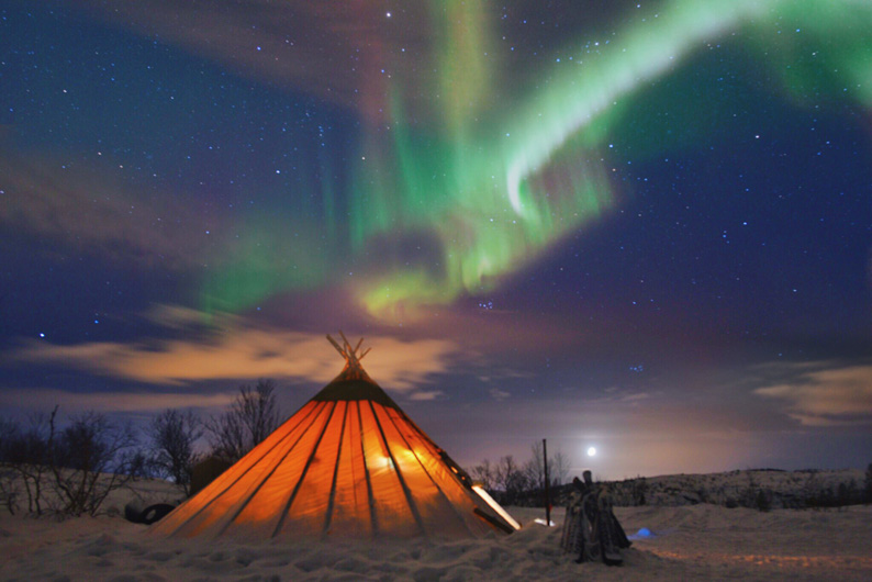 Aurora-boreal-en-la-Laponia-Noruega-©-Oliver-Vegas