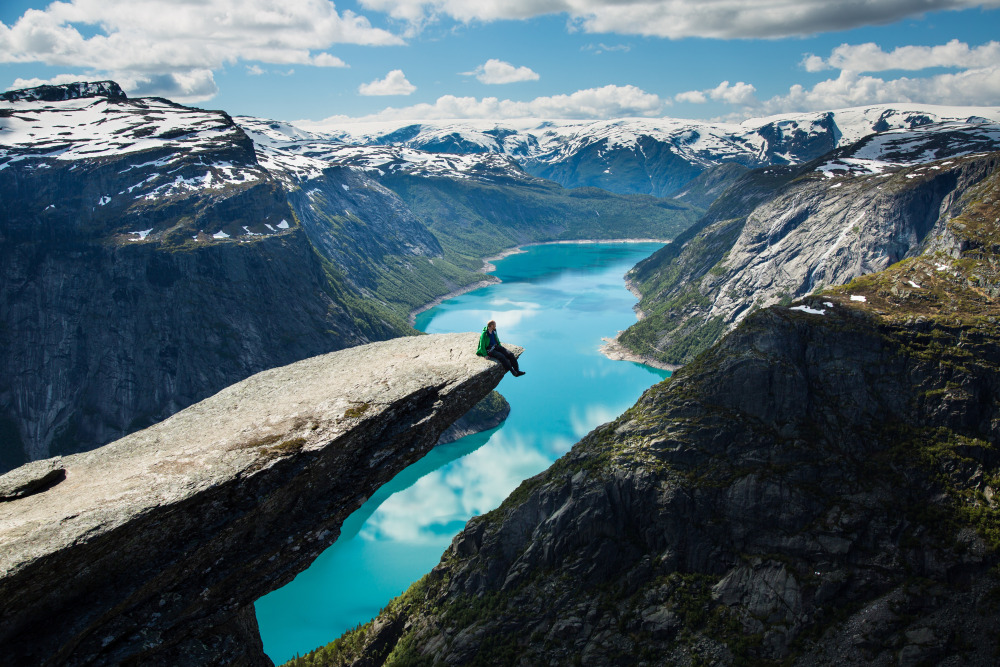 trolltunga-03e798-a4-2-credito-asgeir-helgestad-artic-light-as-visitnorwaycom
