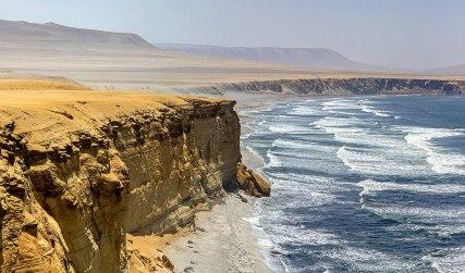 1200px-Paracas_National_Reserve._Ica,_Peru